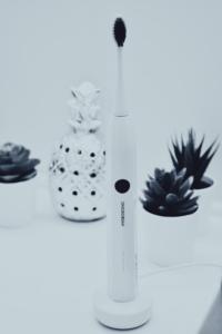 Hydrosonic Easy CURAPROX toothbrush