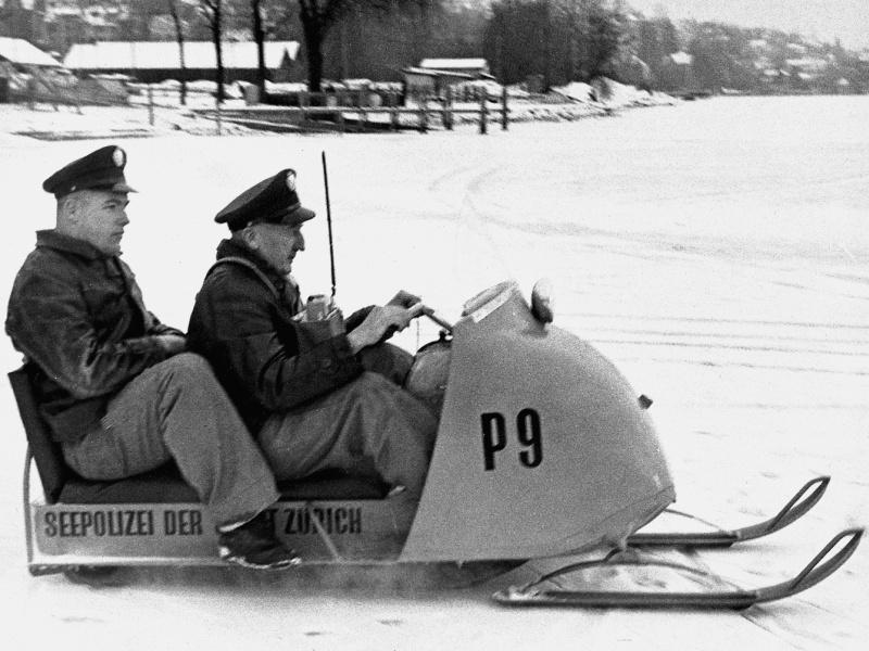 "1963 ""Seegfrörni"" Zurich Lake, snowmobile"